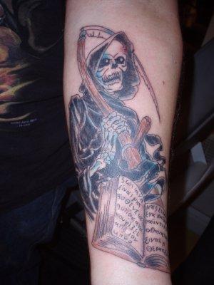 Pin tatouage la faucheuse tatouages fr com pl grande on pinterest - Tatouage la faucheuse ...